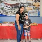 Comerciária e seu filho no café de Bragança